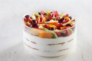 טרייפל של קרם פרש ופירות טרי